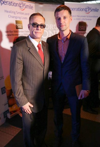 Jeanas Claude'as Van Damme'as vakarėlyje po konferencijos