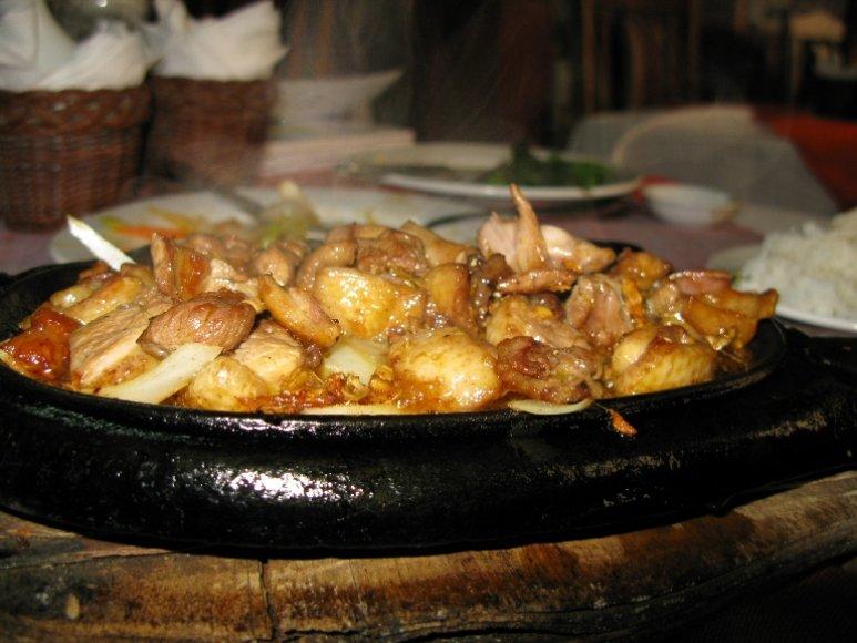 Keptos žvėrienos patiekalas su ryžiais ir daržovėmis už 15 Lt.