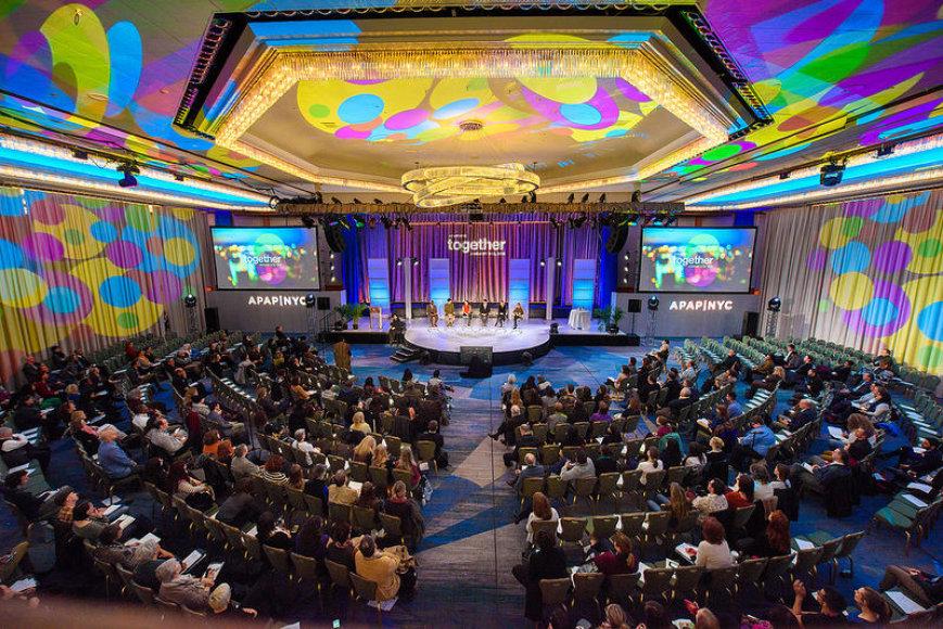 APAP konferencija-mugė
