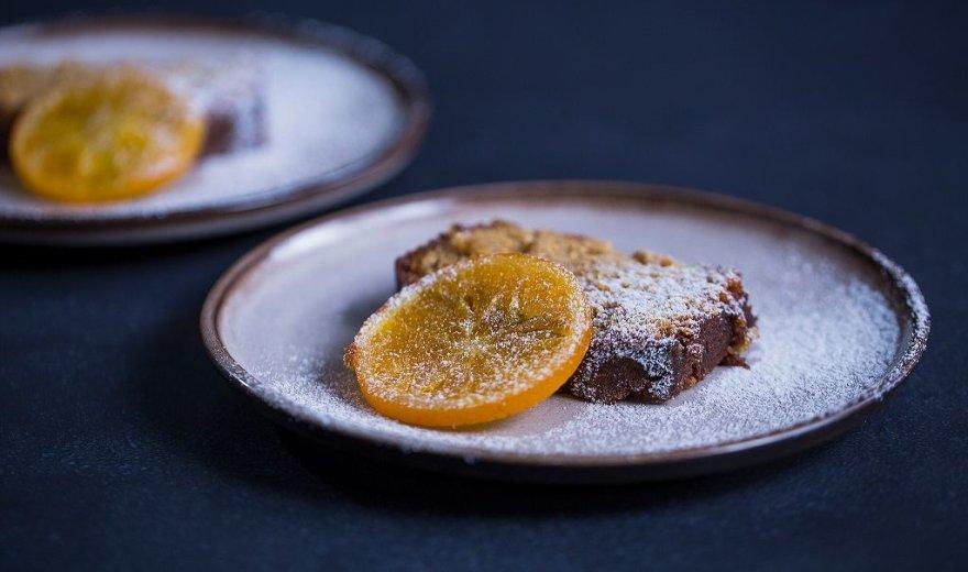 Šokoladinis keksas su apelsinų cukatomis Kalėdoms