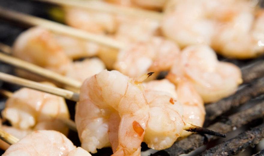 Ant grotelių keptos saldžiarūgštės krevetės