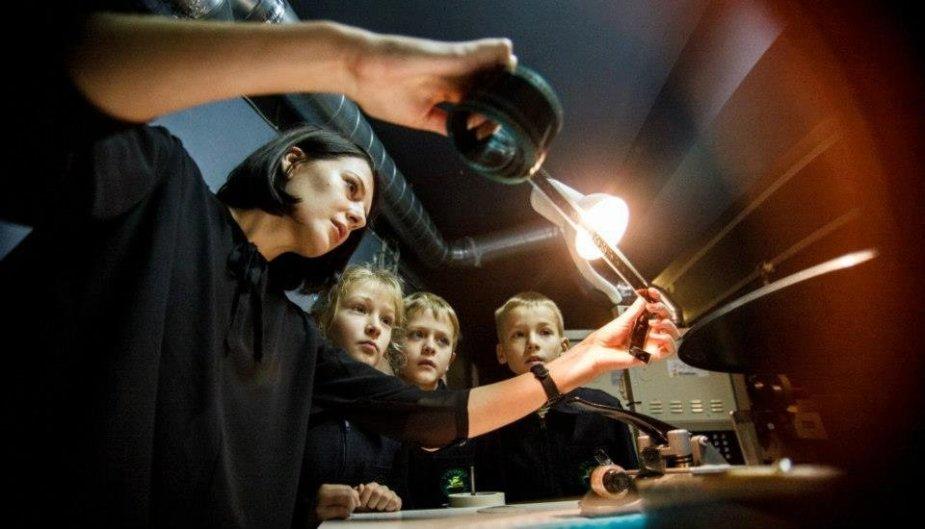 J Rimkutė teigia, kad kūrybiškas švietimas skatina toleranciją bei  padeda vaikui išsilaisvinti iš sukurtų rėmų.