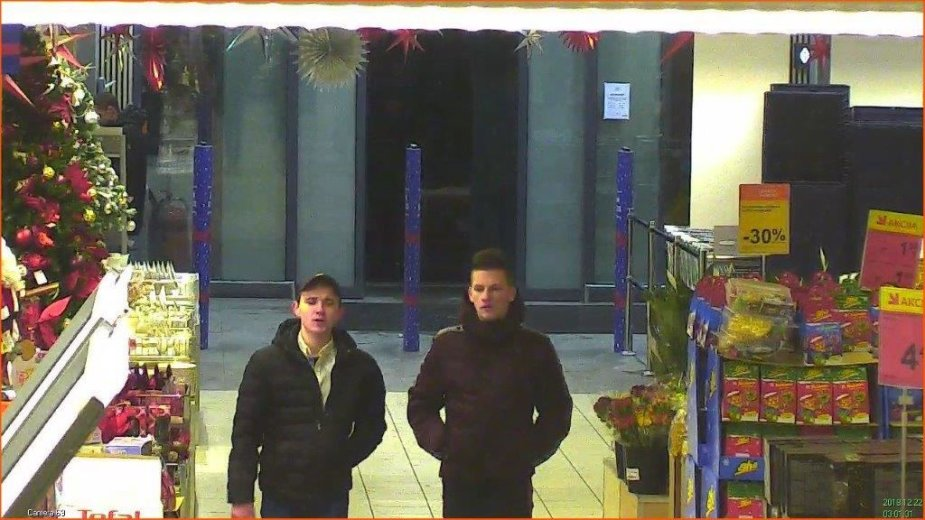 Ieškomi įtariamieji