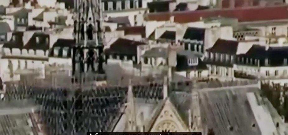 Interneto kameros užfiksuotas Dievo Motinos katedros stogo vaizdas