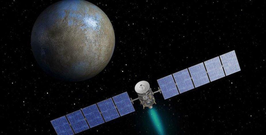 """NASA zondas """"Dawn"""", skrendantis aplink nykštukinę planetą Cererą menininko akimis"""