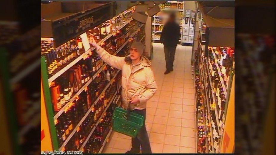 Vaizdo kameros užfiksavo alkoholio vagystę parduotuvėje Klaipėdoje