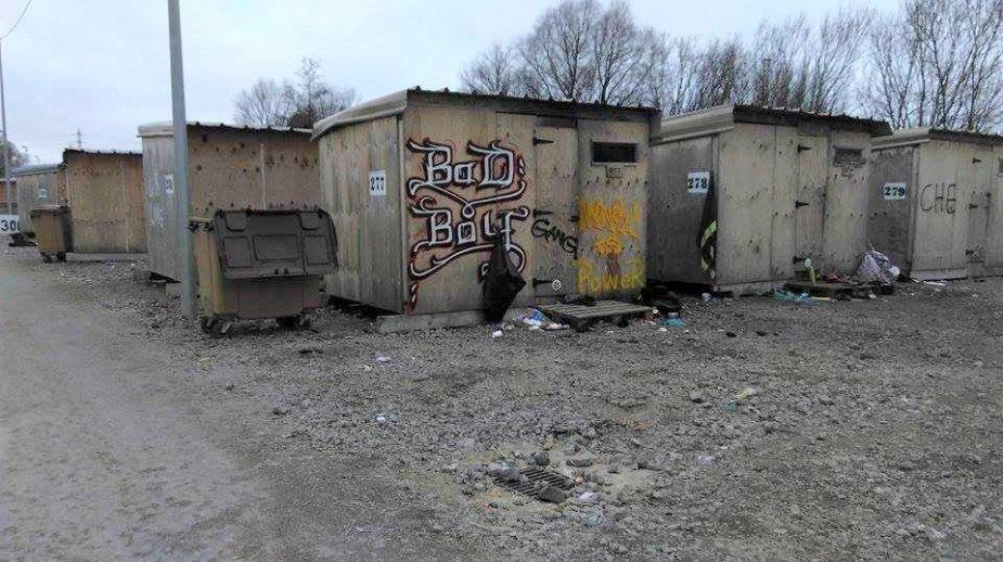 Pabėgėlių priebėgos Grande-Synthe stovykloje.