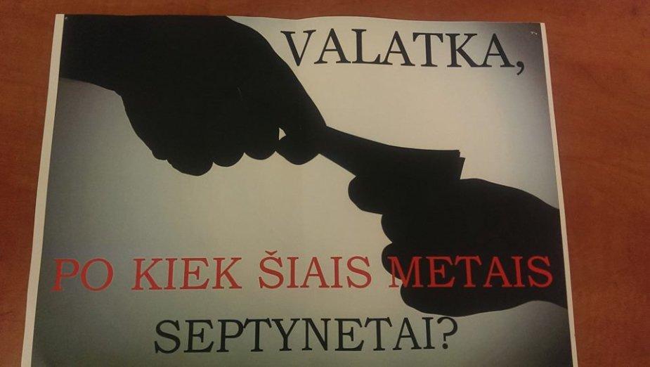 V.Valatką pašiepiantis plakatas