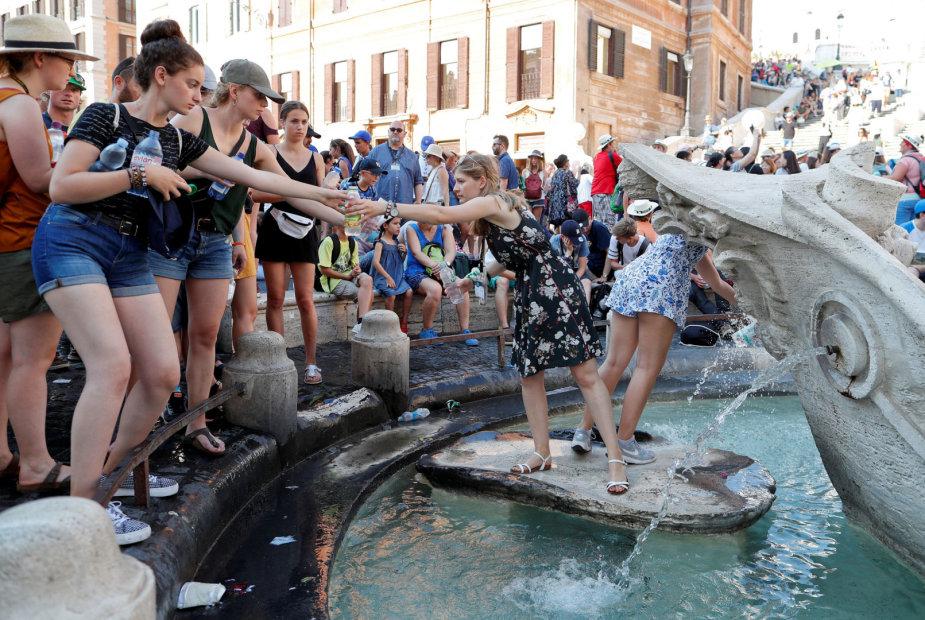 """""""Reuters""""/""""Scanpix"""" nuotr./Karščio bangos – viena iš dviejų didžiausią grėsmę žmonėms ir miestams keliančių klimato kaitos pasekmių"""