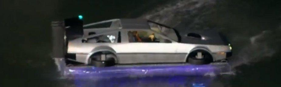 """Plaukiantis """"DeLorean"""""""