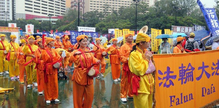 Honkonge tūkstančiai demokratijos šalininkų dalyvavo eitynėse