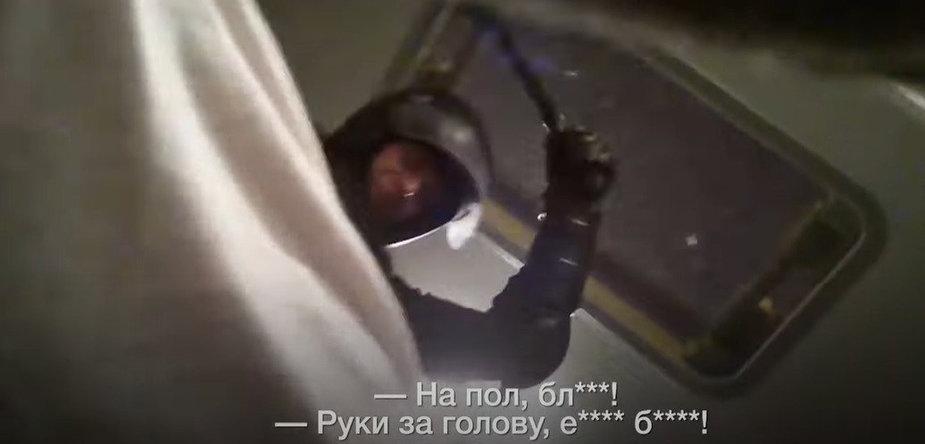 Sulaikytas minskietis slapčia nufilmavo pareigūnų elgesį