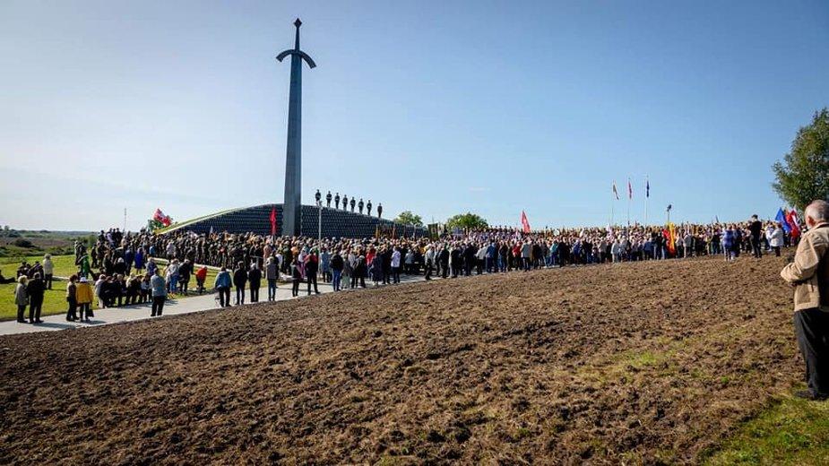 Memorialo Lietuvos partizanams Kryžkalnyje atidengimo iškilmės