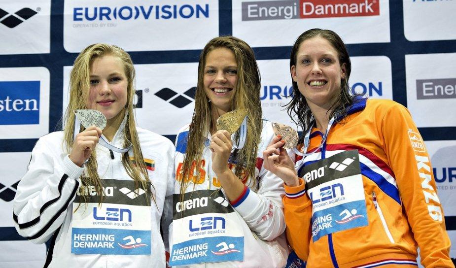 50 m plaukimo krūtine prizininkės Rūta Meilutytė, Yuliya Efimova ir Moniek Nijhuis