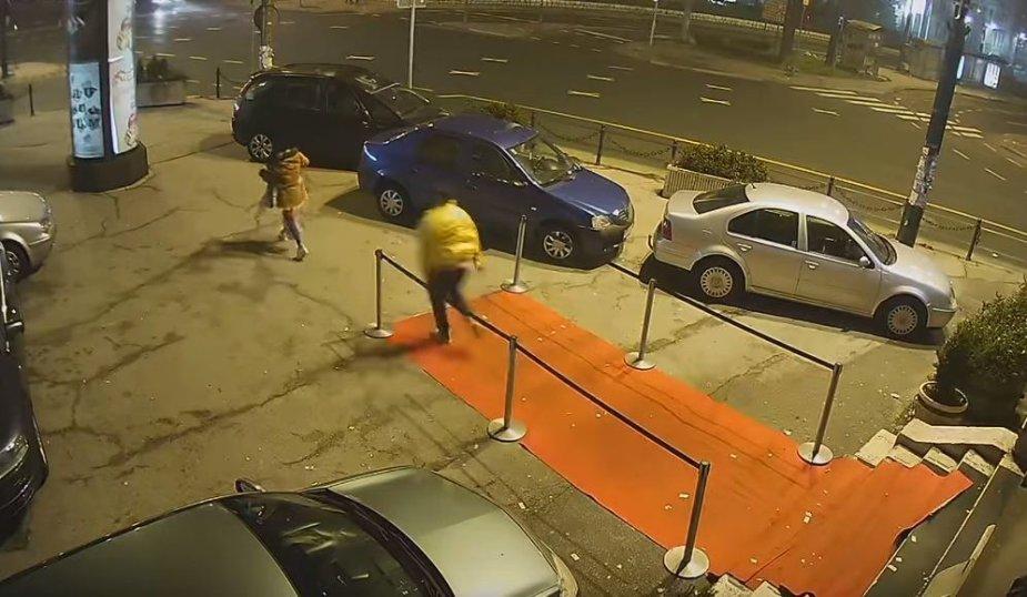 Merginos užpuolimas prie naktinio klubo Sarajeve