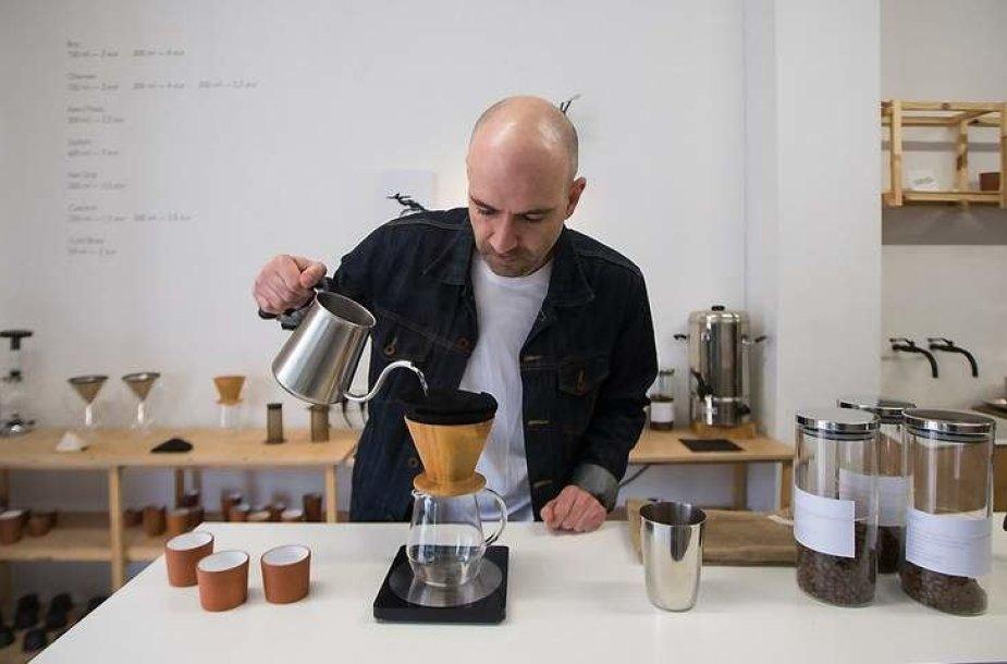 """Emanuelis Ryklys, kavinės """"Crooked Nose & Coffee Stories"""" įkūrėjas"""