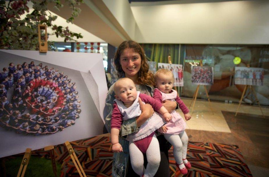 100 nėštukių parodos atidarymas: atėjo mamos su šimtmečio kūdikiais
