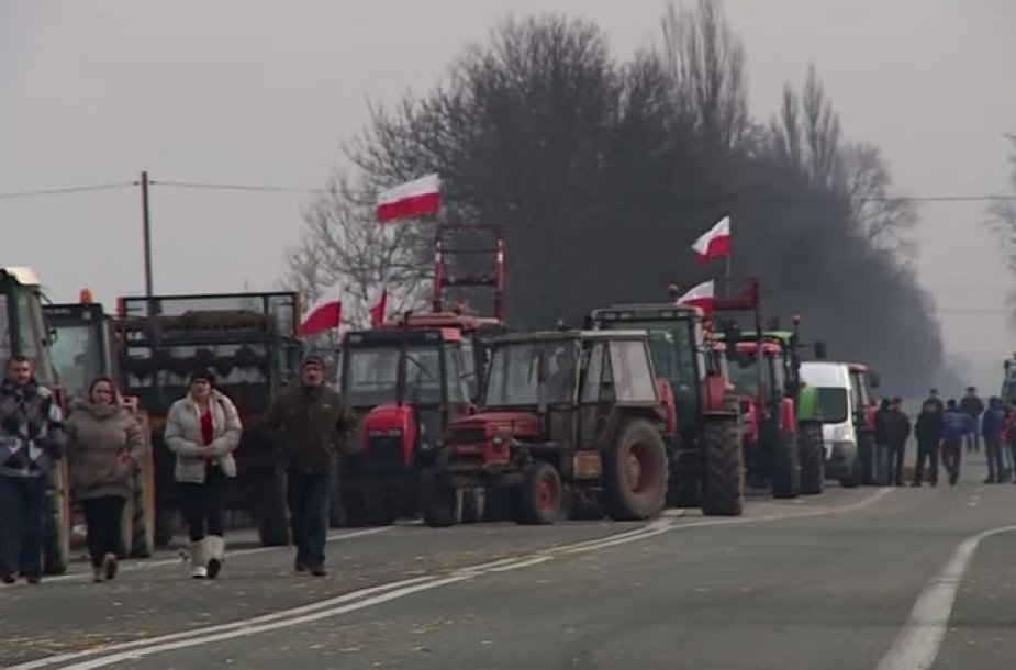 Lenkijos ūkininkai blokuoja kelius