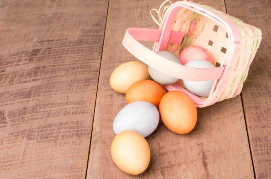 Dažome kiaušinius natūraliomis priemonėmis