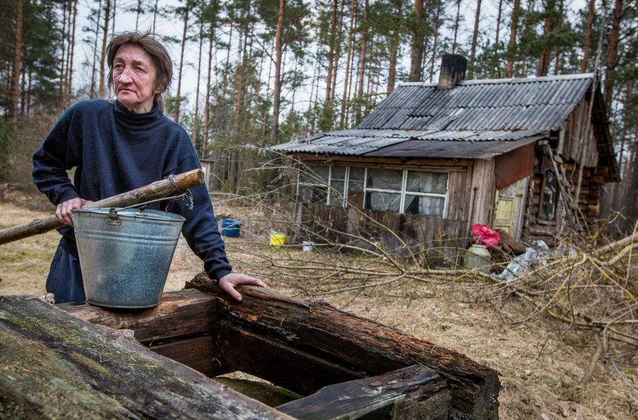 Dzūkijos girios trobelėje gyvenantys vienišiai Olegas ir Jūratė