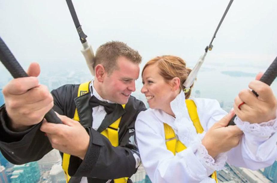 356 metrų aukštyje susituokę Lacy Boland ir Johnas Kirkas