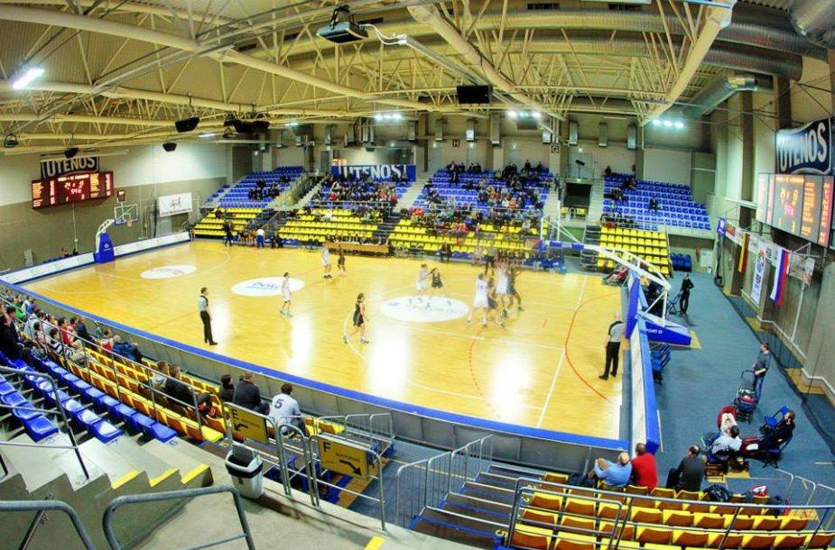 """""""Utenos"""" komandos dvikovą namie stebėjo rekordiškai daug žiūrovų moterų krepšinio kovoms"""
