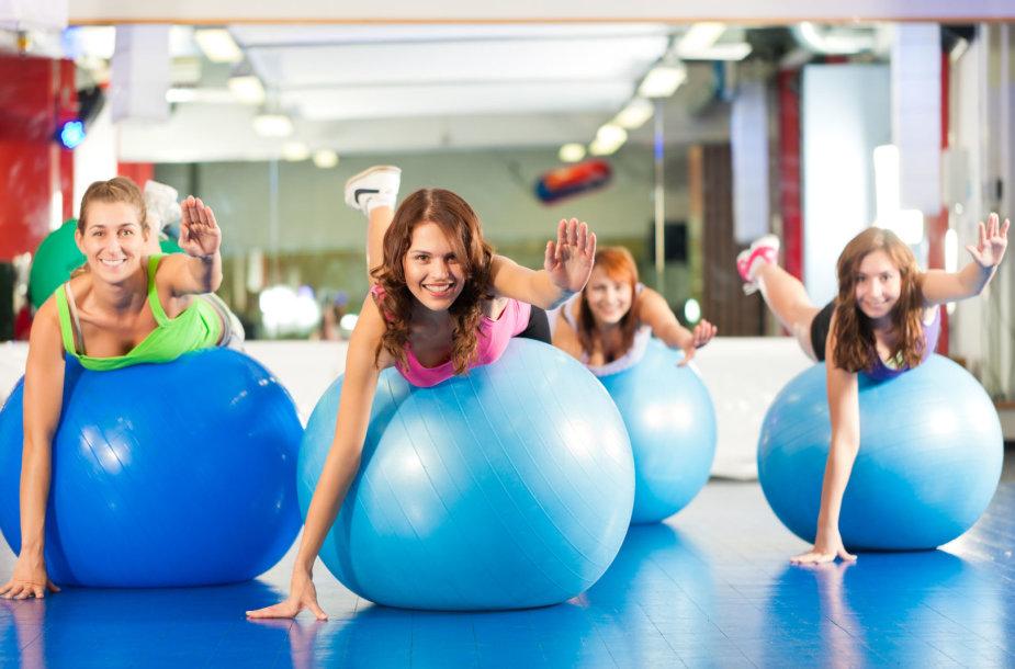 Grupinis užsiėmimas sporto salėje