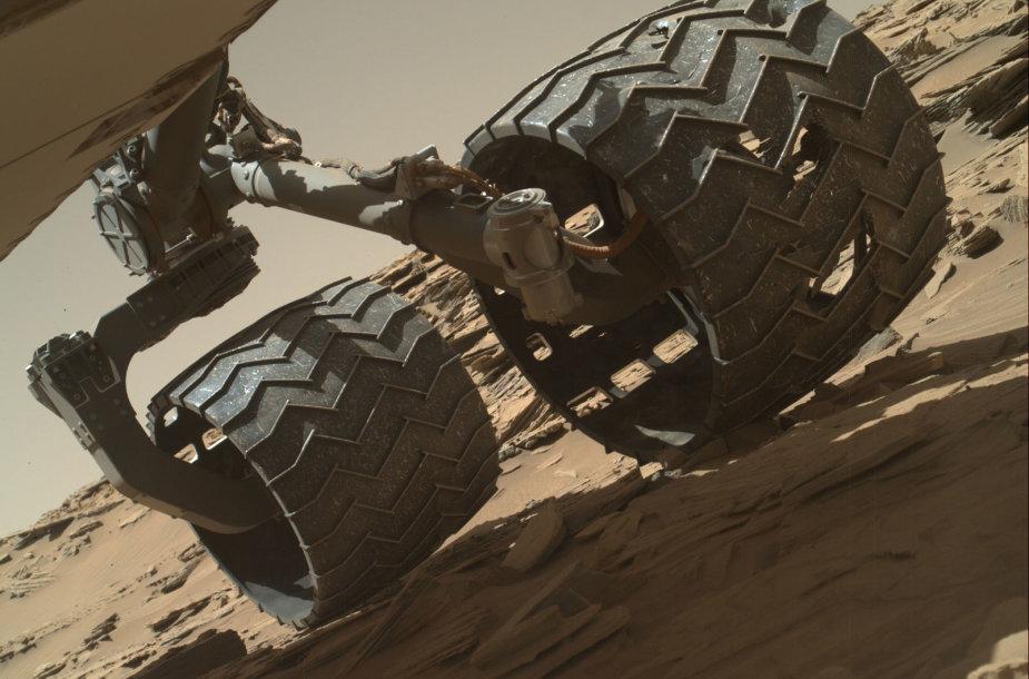 """""""Curiosity"""" vaizdai iš Marso"""