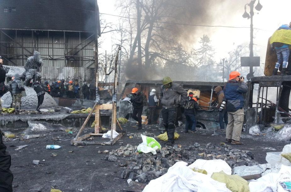 Priešakinės barikados Hruševskio gatvėje