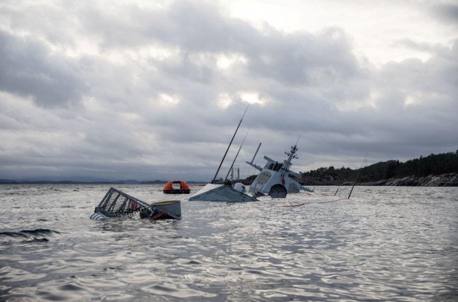 """Karo laivas""""KNM Helge Ingstad"""""""