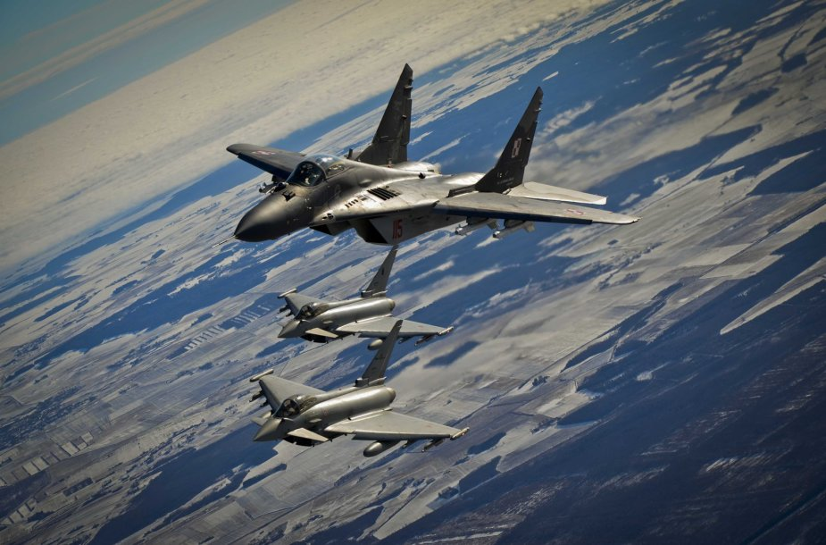 "MiG-29 ir ""Eurofighter Typhoon"" naikintuvai"
