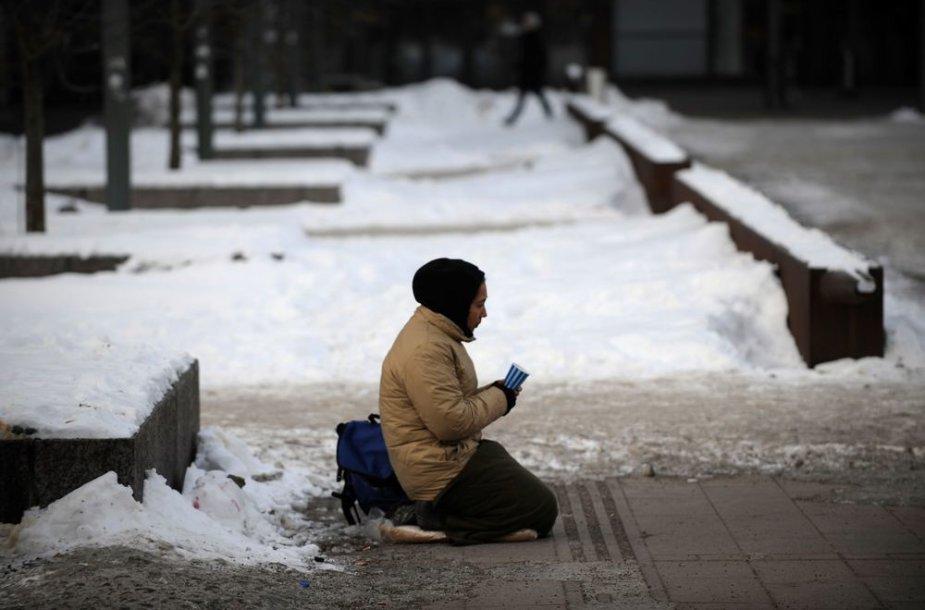 Išmaldos prašytoja Helsinkio gatvėje