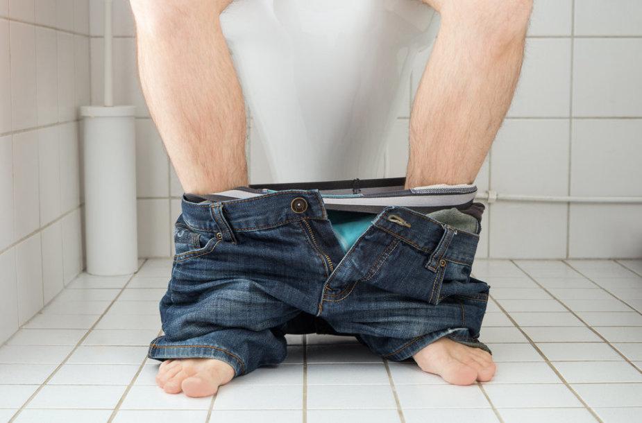 Vyras tualete