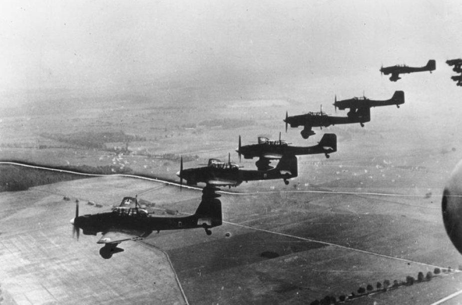 """Bombonešiai """"Ju-87"""" virš Lenkijos (1939 m.)"""