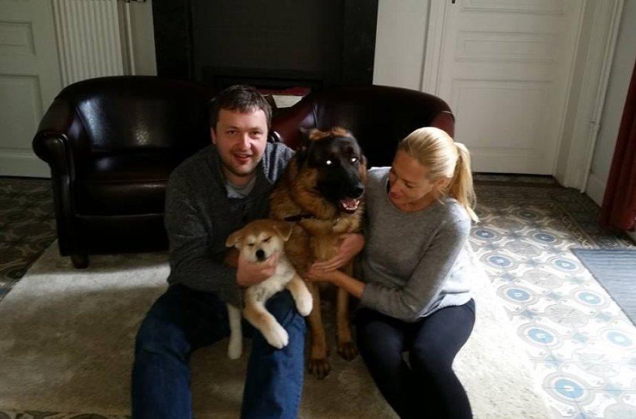 Antanas ir Aistė Guogos su savo šunimis