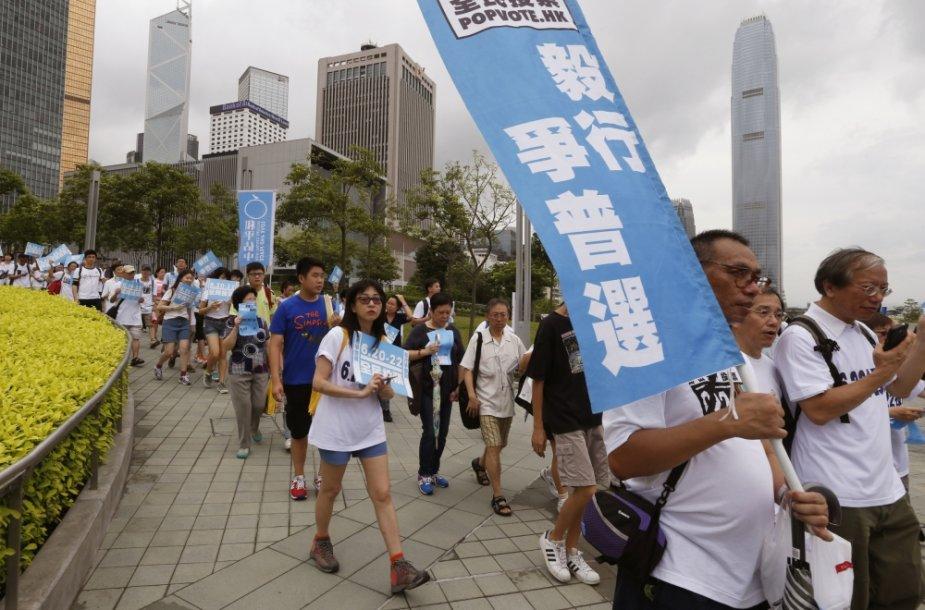 Šimtai Honkongo gyventojų ragina balsuoti neoficialiame referendume dėl demokratinio valdymo