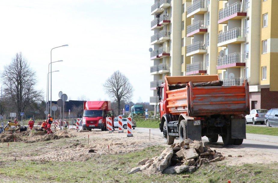 Kompensacija už žemę nesumokėta, bet darbai pradėti.