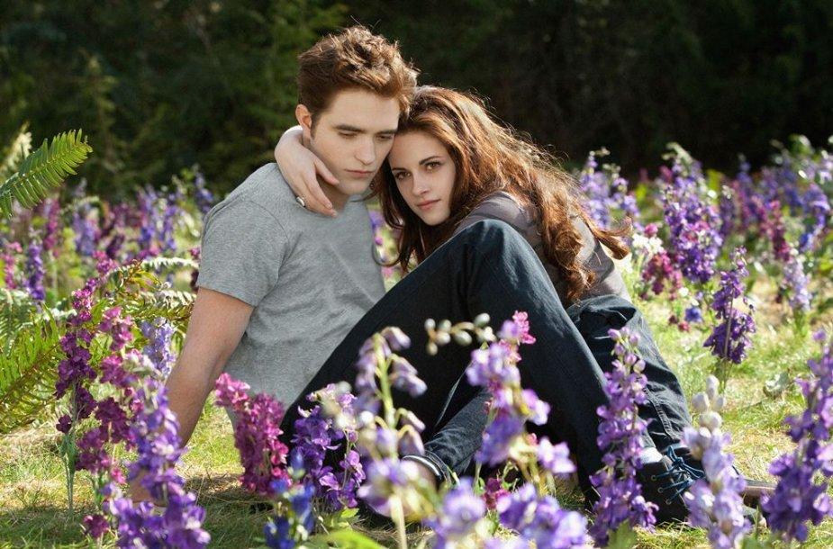 """Kristen Stewart ir Robertas Pattinsonas filme """"Brėkštanti aušra. 2 dalis"""""""