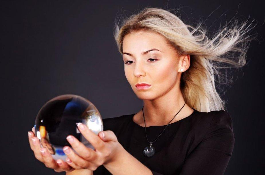 """Apie 60 proc. magijos specialistų klientų – moterys, todėl vieni svarbiausių yra meilės klausimai ir rūpesčiai: """"Kurį pasirinkti? Ar jis mane tebemyli? Ar jis man ištikimas?"""