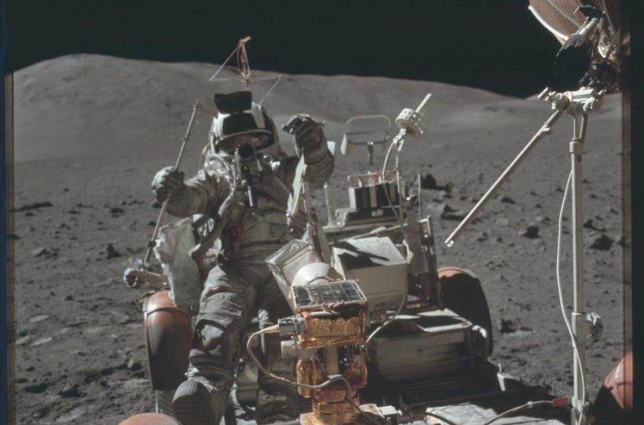 """NASA publikavo visą JAV """"Apollo 11"""" misijos nuotraukų archyvą"""