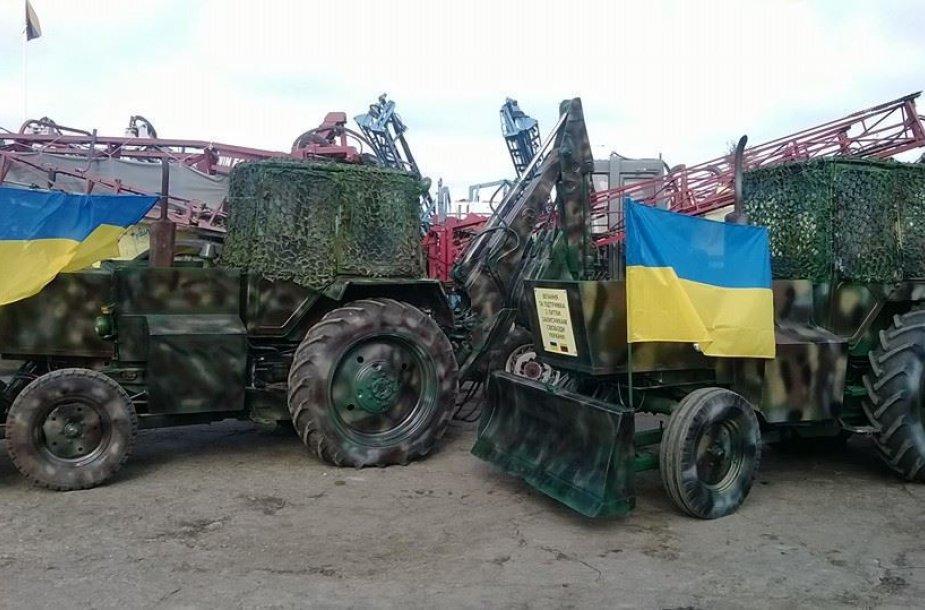 """Į karo zoną Ukrainoje iš Lietuvos iškeliaus du ekskavatoriai """"JUMZ""""."""