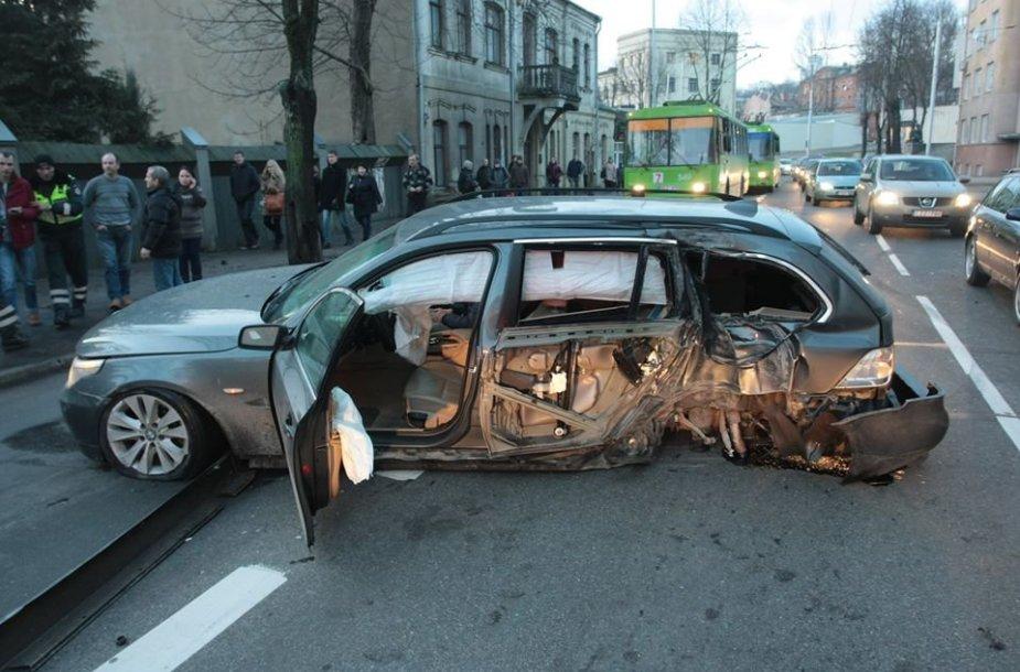 BMW avarija K. Donelaičio gatvėje