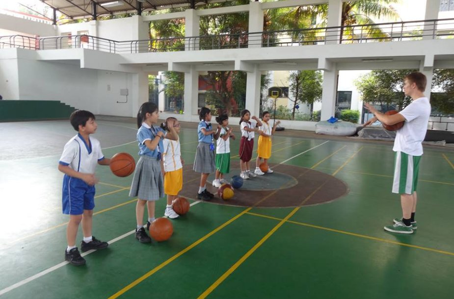 Krepšinis – pasirenkama pamoka. Tačiau susidomėjimas aukštu treneriu – nemažas.