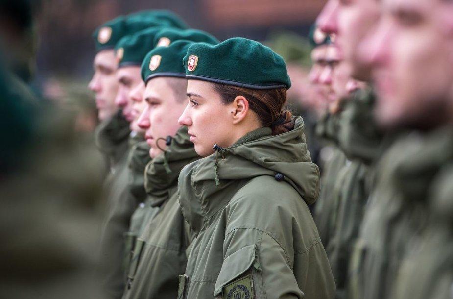 Vilniuje ir Kaune prisiekė 140 jaunesniųjų karininkų vadų mokymų dalyvių