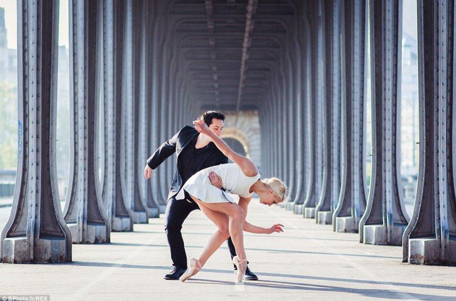 Baleto šokėjai Ashlee ir Richardas iš Niujorko įsiamžina neįprastose nuotraukose.