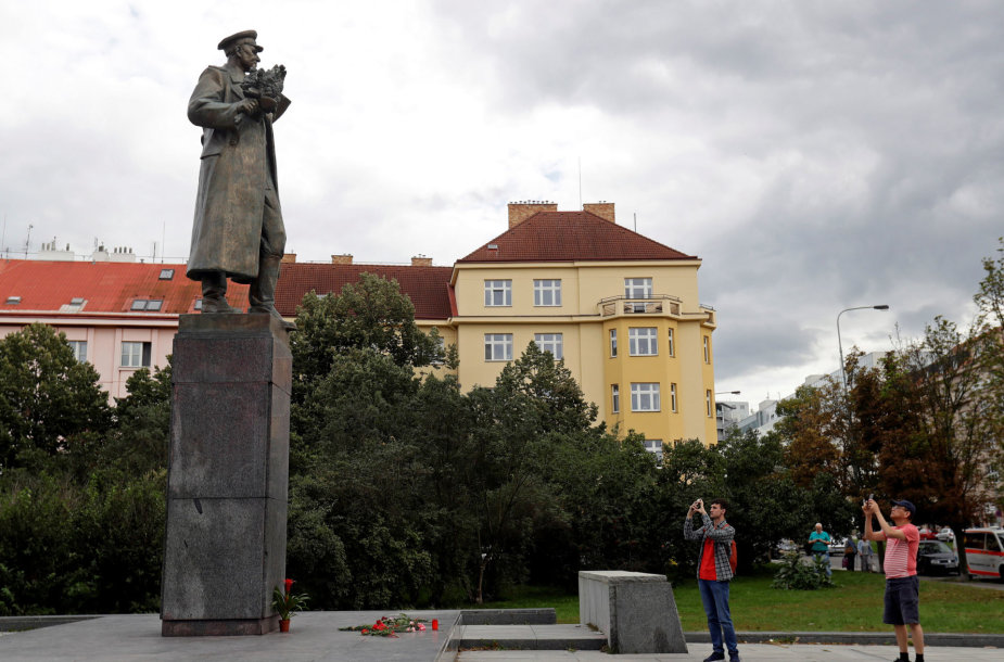Ivano Konevo statula
