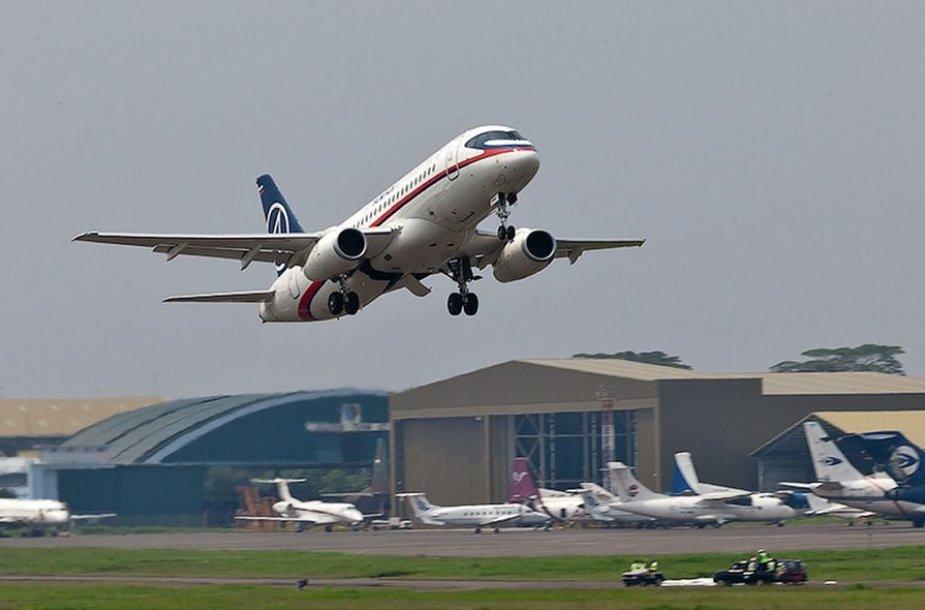 """Sukhoi Superjet-100"" lėktuvas"