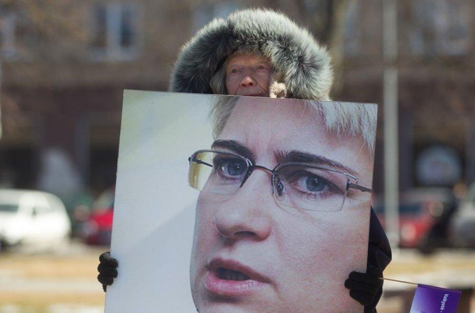 Neringos Venckienės rėmėjai Nepriklausomybės aikštėje susirinko į protesto akciją.