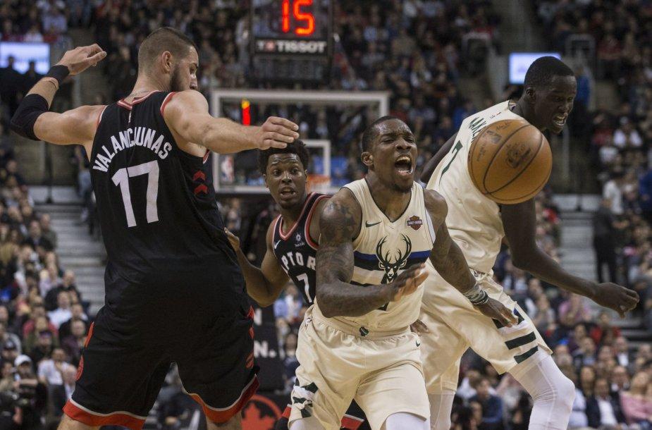 """Jonas Valančiūnas išplėšė pratęsimą, bet """"Raptors"""" neatsilaikė namie prieš """"Bucks""""."""