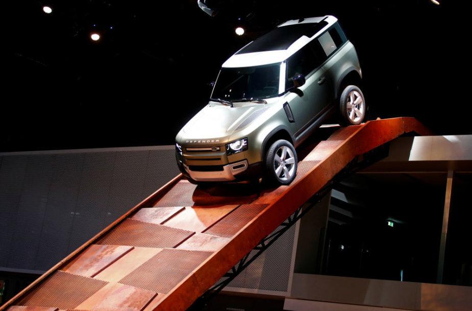 """Frankfurto mugė: naujas """"Land Rover Defender"""" – lyg iš filmo apie Džeimsą Bondą"""